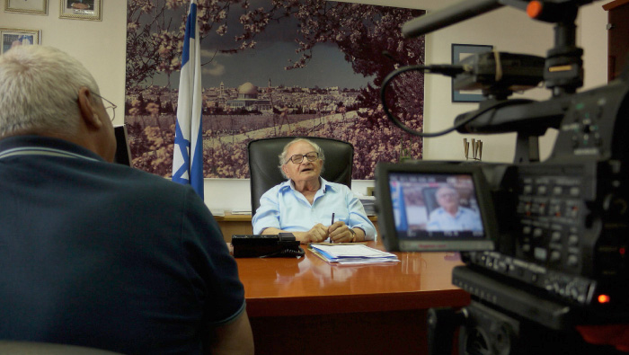 Rafi Eitan talks about freeing the illegal immigrants held in Attlit during his time in the Palmach.